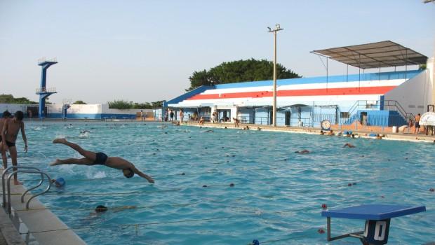 Una piscina municipal en el distrito madrile o de for Piscina municipal campos