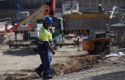 ep archivo   un obrero trabaja con maquinaria de construccion
