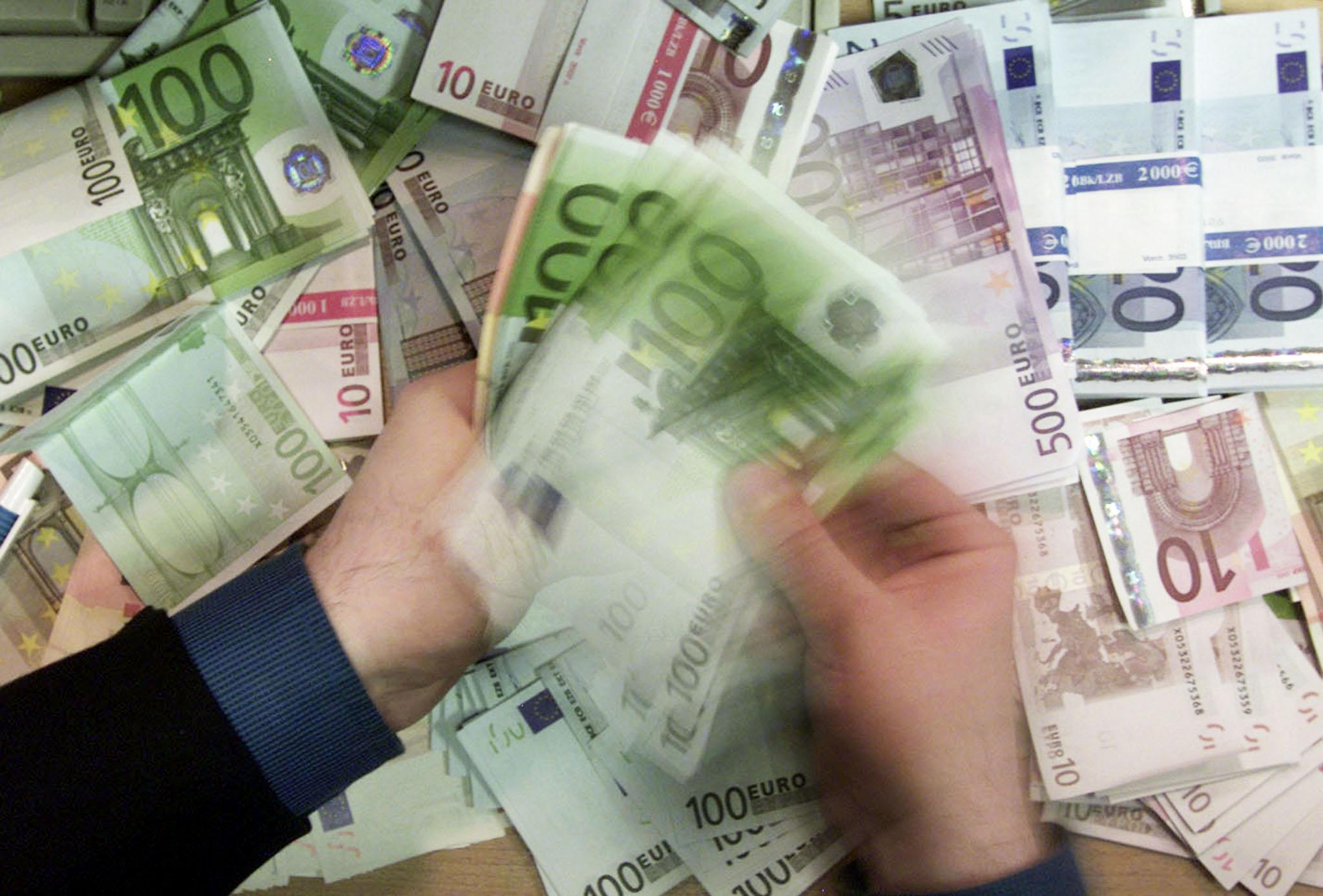 billets-de-banque-100-euros-monnaie-argent-fortune
