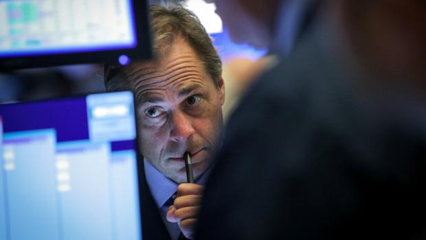 Wall Street cierra con pérdidas, expectante sobre la Reserva Federal