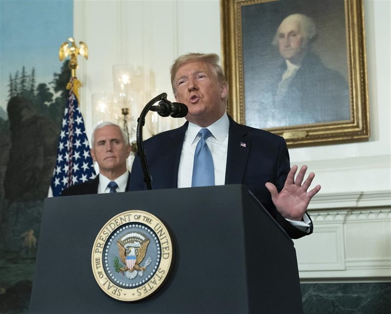 ep august 5 2019 - washington dc united states united states president donald j trump makesstatement at the white house in washington dc in response to two separate shooting incidents august 5 2019 united states vice president mike pence listens