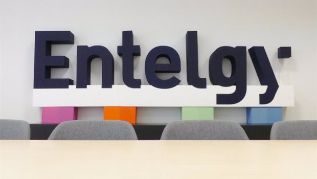 ep logo de la consultora tecnologica entelgy en sus oficinas