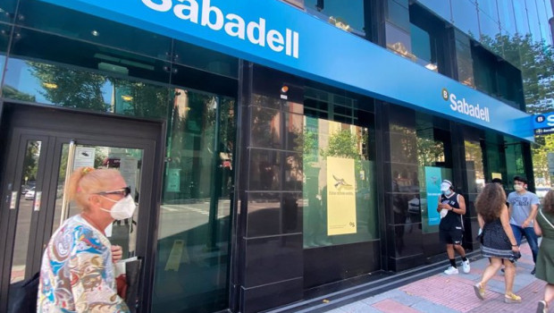 ep una oficina del banco sabadell en madrid espana a 31 de julio de 2020