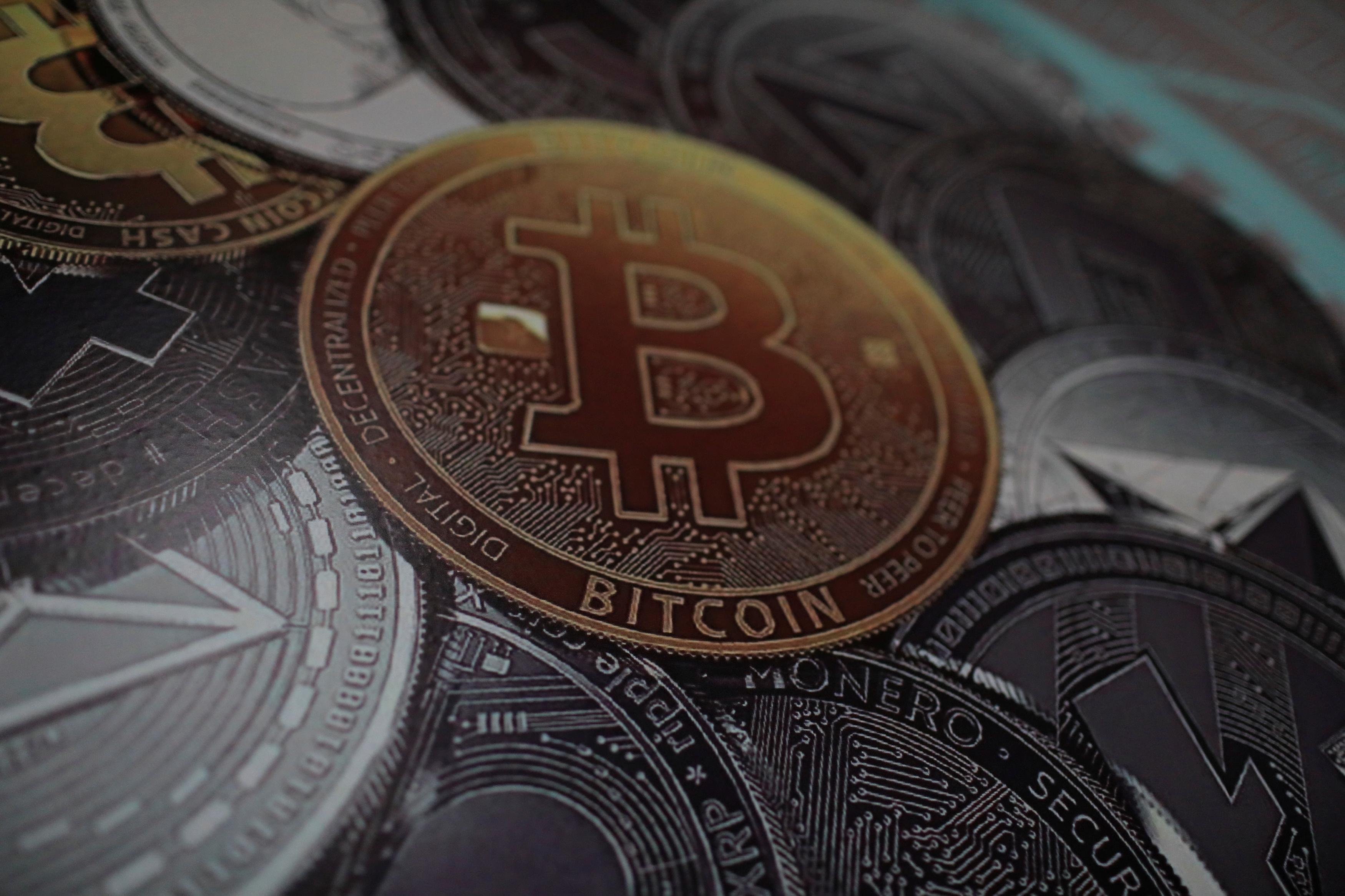 https://img2.s3wfg.com/web/img/images_uploaded/2/5/le-bitcoin-touche-un-creux-d-un-an.jpg
