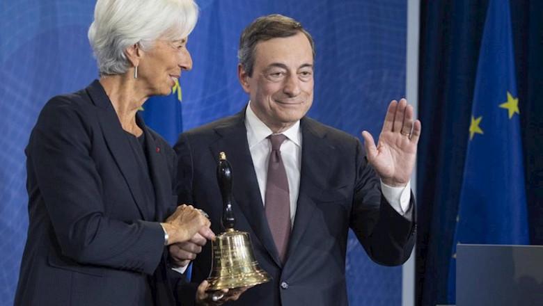 ep christine lagarde y mario draghi en la ceremonia de cambio de presidencia del banco central