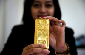 empleada-indonesia-lingote-oro