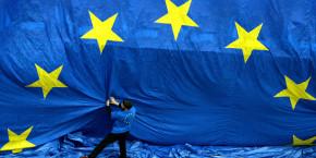 europe zone euro commission europeenne bruxelles drapeau etoiles flag 20211027104624