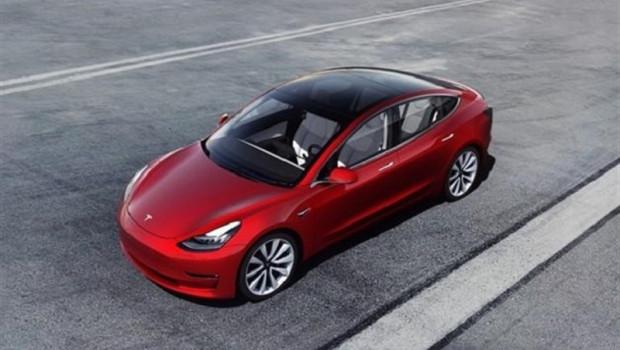 Automóvil de Tesla explota en estacionamiento en China