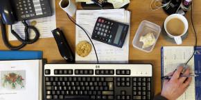 bureau-ordinateur-clavier