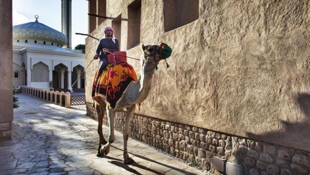 ep un ciudadanodubai emiratos arabes unidos montadoun camello