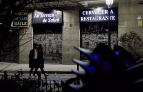 ep un restaurante ya cerrado en la ultima noche del cierre de bares y restaurantes a las 23 horas en