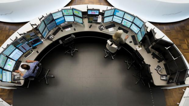 trading pit dl finance deutsche bank1 trader stocks shares