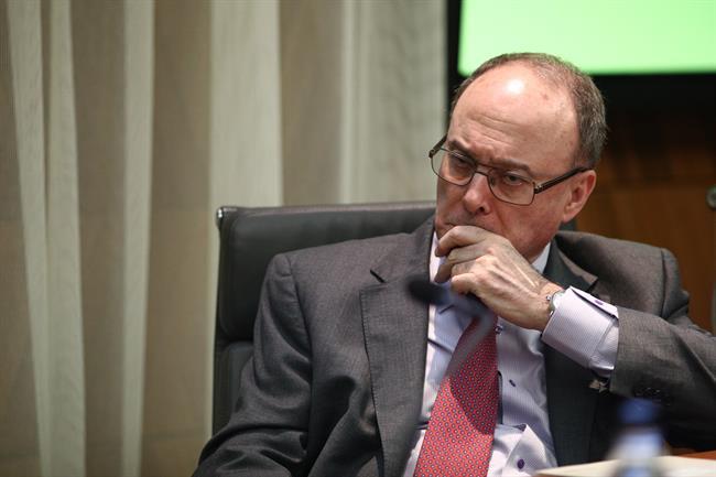 Econom a linde en el senado sobre el popular no puedo for Adolfo dominguez acciones