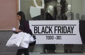 ep ciudadanos acuden a comprar durante las rebajas del black friday en sevilla