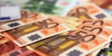 billets-de-banque-euros-argent-zone-euro-monnaie-riche