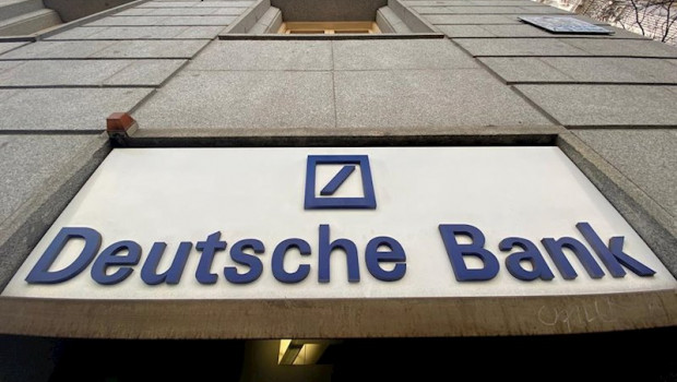 ep cartel de deutsche bank en una sucursal de madrid tras el incremento del 129 en la bolsa de