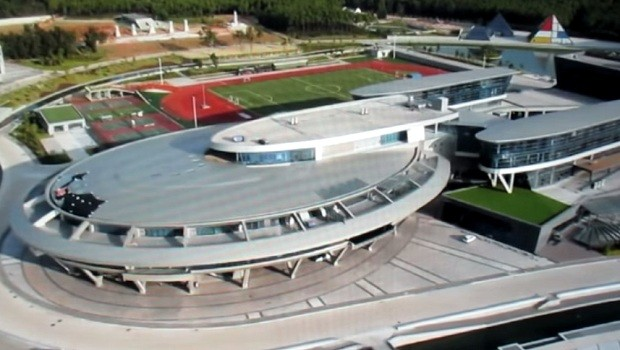 Un fan chino de star trek construye una r plica de la nave for Oficinas enterprise