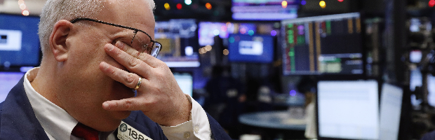 Suaves caídas en Wall Street desde niveles récord a la espera de Powell