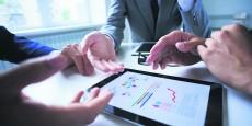 investissement-comptabilite-private-equity-finances-personnelles-numerique-data-donnees-calcul-graphique-ipad-cadre-direction-financiere-controle-de-gestion-strategie-d-entreprise-capital-business-plan