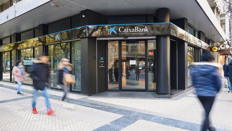 CaixaBank cobrará 240 euros por la cuenta corriente desde octubre: ¿cómo librarse? Ep_oficina_de_caixabank_20200904111604_780x440