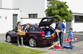 ep automovil familia maletero viaje coche vehiculo traslado carga
